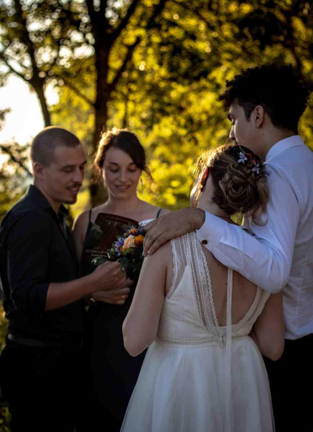 Qui doit payer la robe de la mariée ?